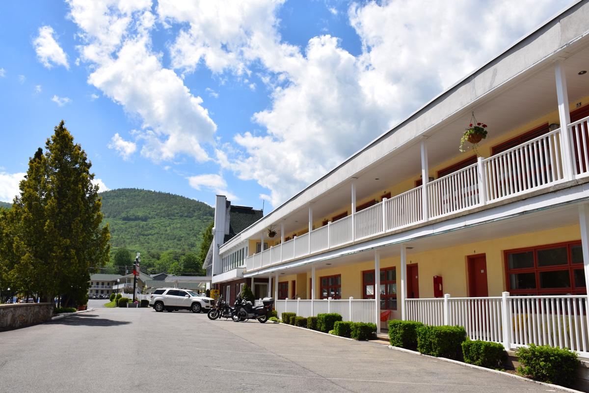Around osullivans motel o 39 sullivan 39 s on the lake motel for Motel exterior design